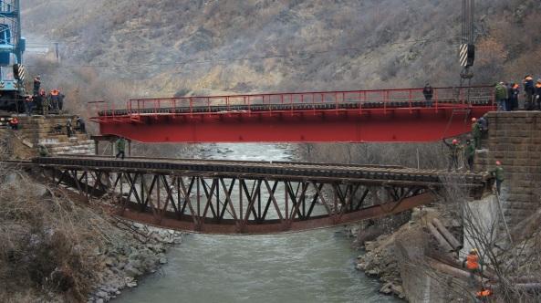 Հրազդան գետի կիրճի վրայով երկհարկանի կամուրջը